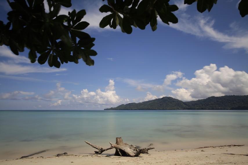 Pesona Ketenangan Pantai Sopapei Indonesia Kaya