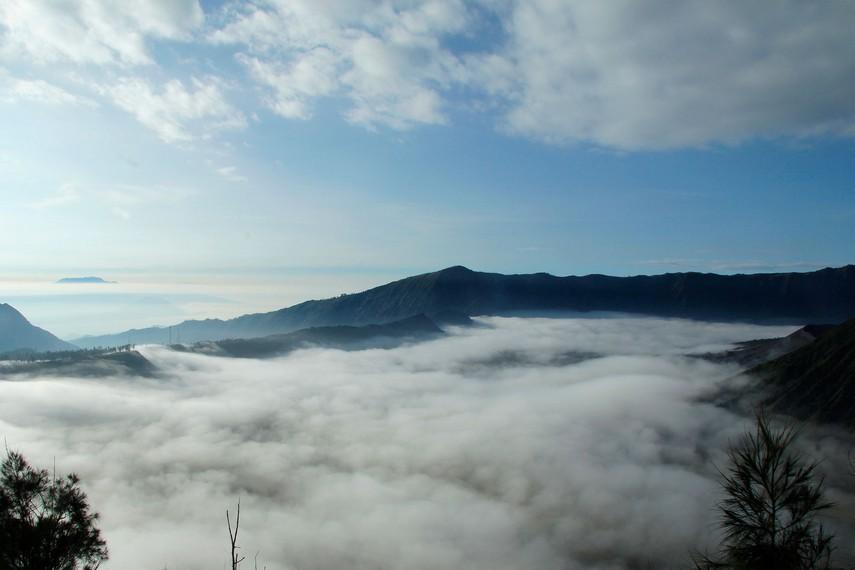 Menyaksikan keindahan Gunung Bromo menjadi sebuah pengalaman yang tidak terlupakan