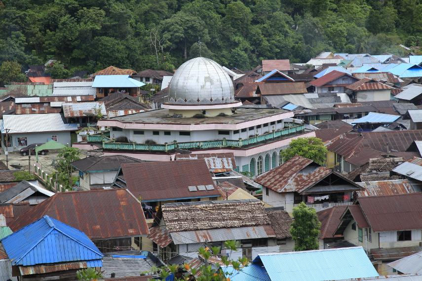Mesjid terbesar yang ada di Desa Sawai