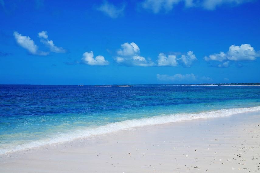 Meskipun di Pantai Nembrala sarana dan fasilitasnya sangat minim dan terbatas,namun keindahan alamnya tak terbatas