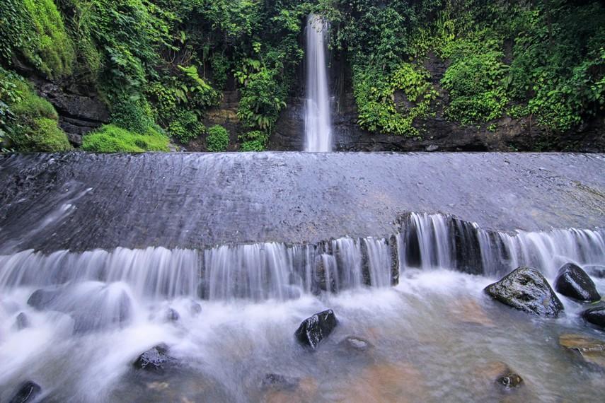 Mitos menceritakan Air Terjun Bangkong merupakan tempat tarikat Abah Wiria dari Ciamis