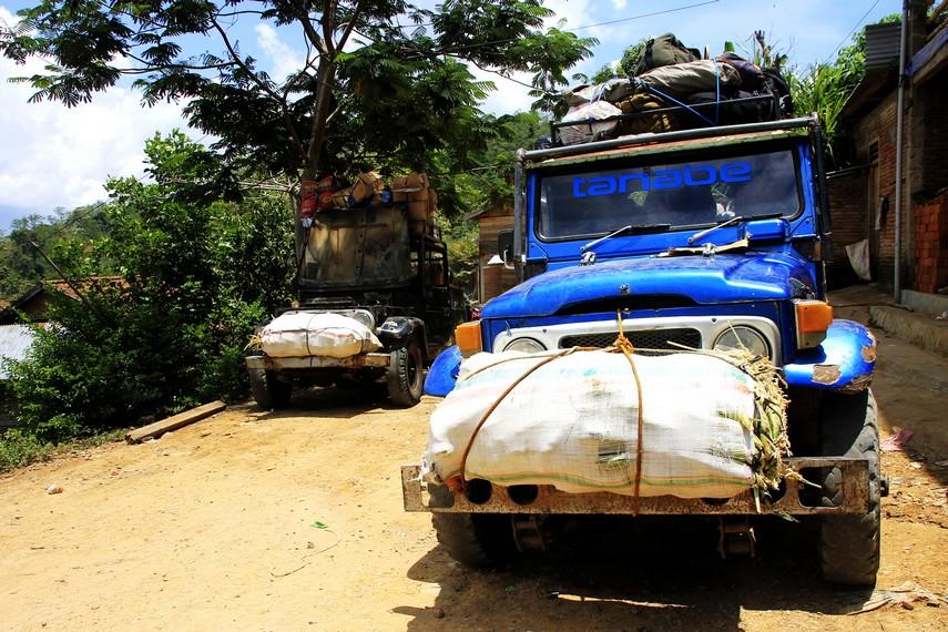 Mobil off-road 4x4 menjadi media transportasi utama masyarakat di Desa Tepal