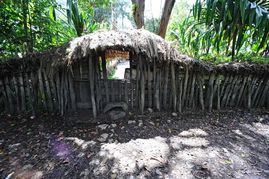 Mokareilla, pintu gerbang untuk memasuki sebuah lingkungan Silimo