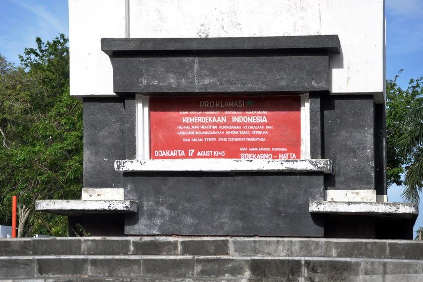 Monumen Proklamasi di tengah Areal Tamansari