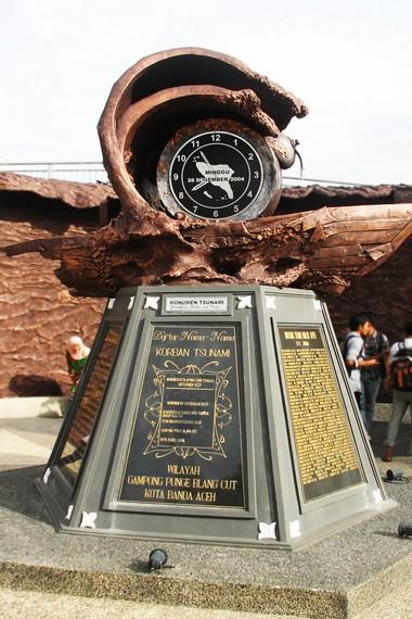 Monumen ini dibangun untuk mengenang peristiwa tsunami 2004 dan para korban yang meninggal dunia
