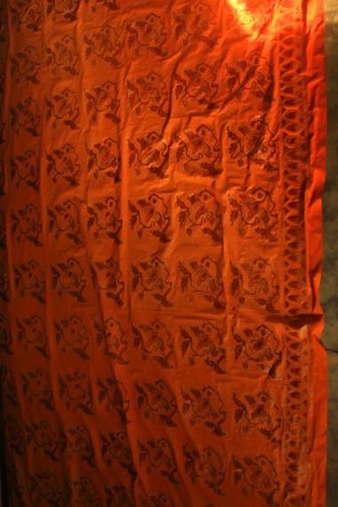 Motif batik sasambo biasanya berupa rumah adat, lumbung padi, hewan, dan ragam kesenian