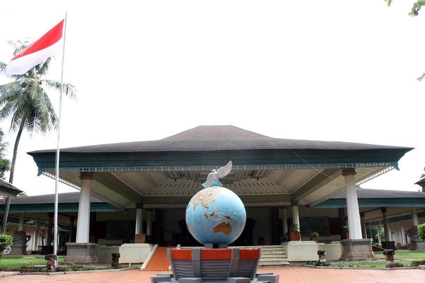 Museum ini menyimpan berbagai jenis perangko dari Indonesia maupun mancanegara