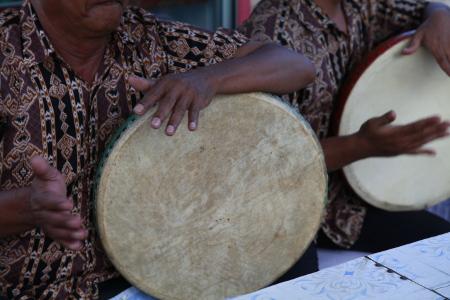 Musik Sawat yang kental dengan nada-nada khas Melayu