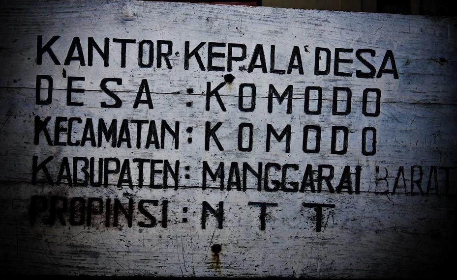 Papan nama kantor kepala Desa Komodo