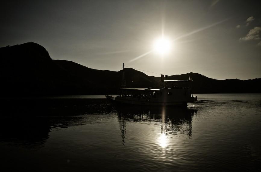 Perahu menuju Pulau Komodo