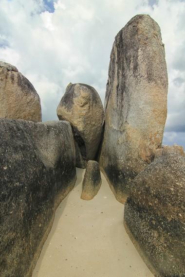 Nama Batu Berlayar konon diambil dari salah satu batu di sini yang bentuknya mirip dengan layar perahu nelayan