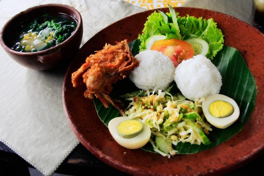Nasi Golong Set menjadi menu yang paling digemari pengunjung