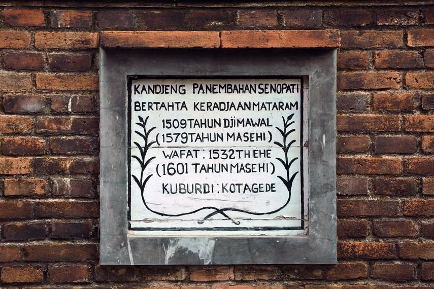 Nisan Kanjeng Panembahan Senopati salah satu nisan yang berada dalam Komplek Raja Mataram