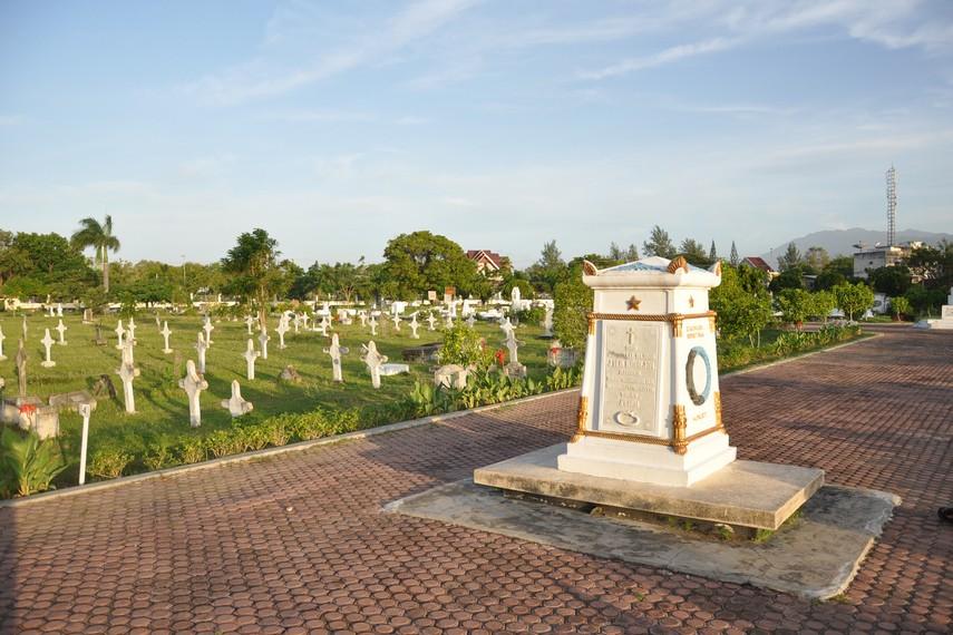 Nisan dari Jenderal J.H.R. Kohler berada di tengah-tengah areal makam