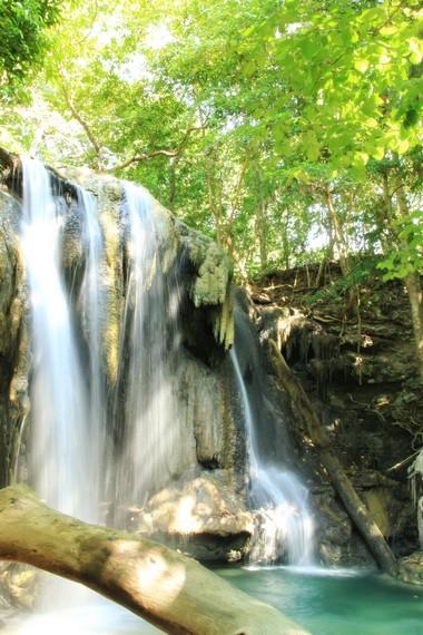 Oleh penduduk setempat, Air Terjun Mata Jitu disebut Queen Waterfall
