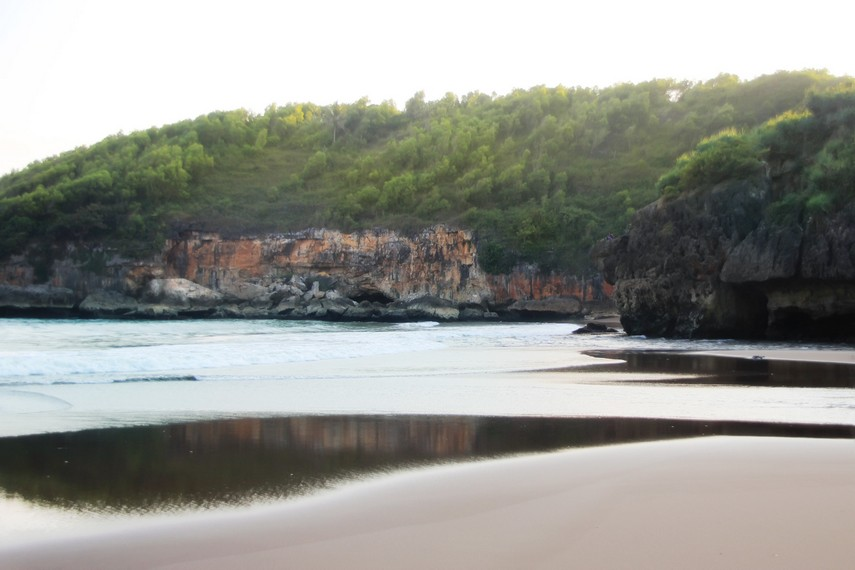 Ombaknya yang tenang membuat Pantai Baron sangat cocok dijadikan tempat bersantai