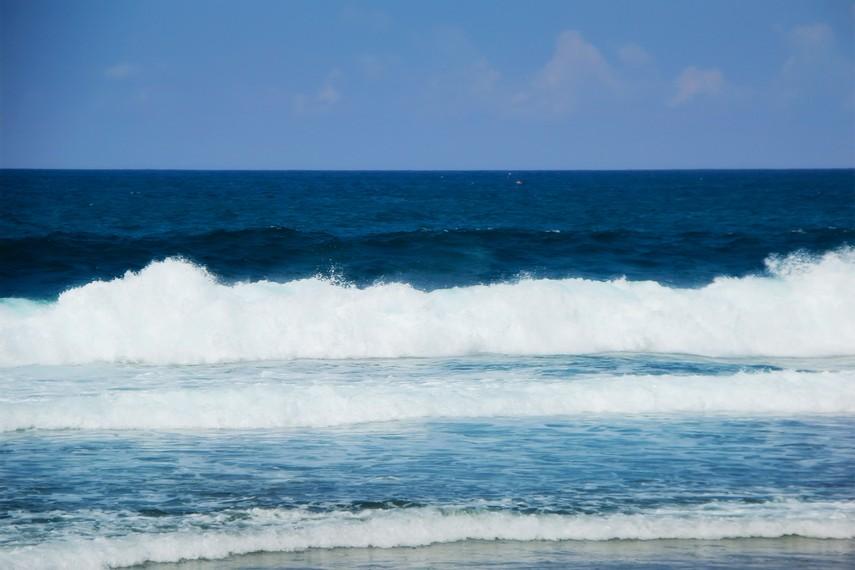 Pada bulan Sura, penduduk di sekitar Pantai Kukup melakukan proses ritual sedekah laut