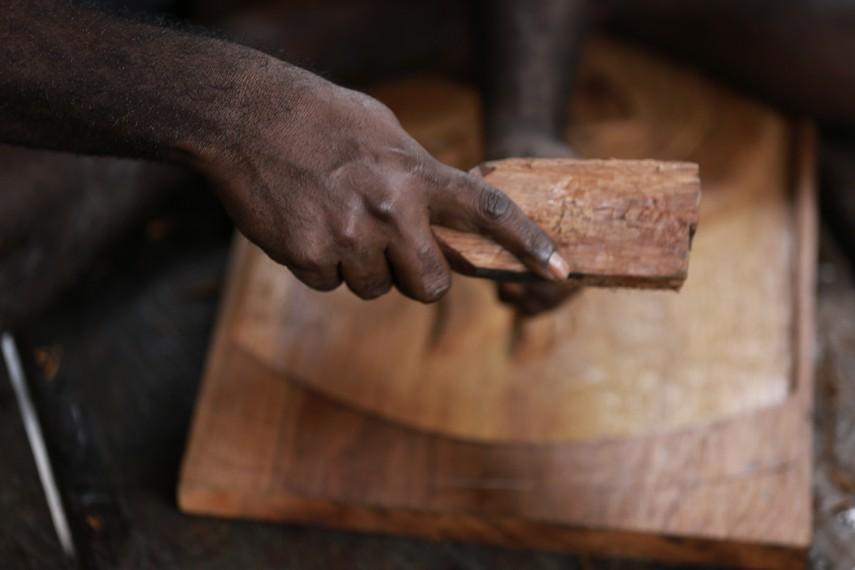 Palu kayu yang khusus dipakai untuk memukul alat ukir
