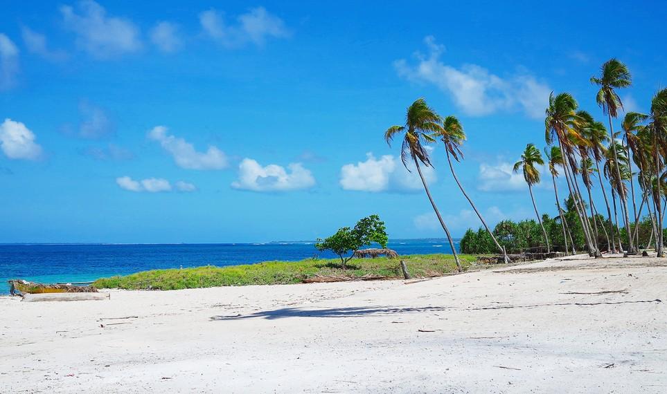 Panorama alam dan wisata baharinya menjadi daya tarik bagi para pelancong untuk menyambangi Pulau Rote