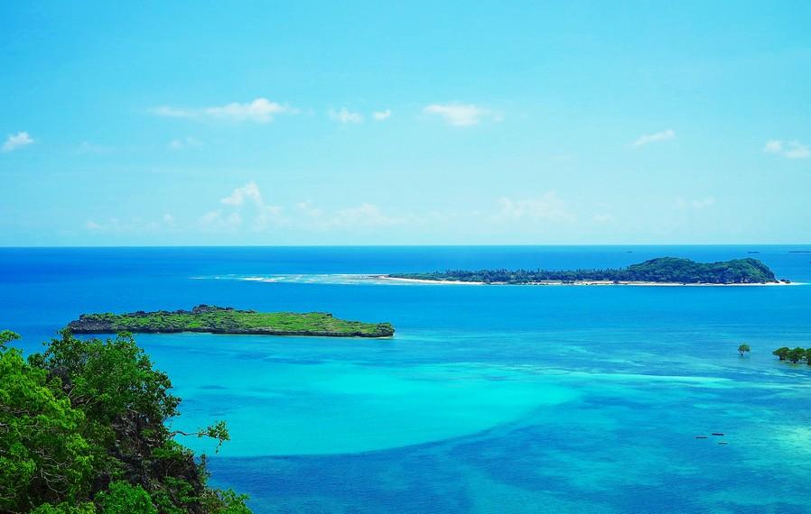 Panorama keindahan pesona alam pantai di Desa Kuli