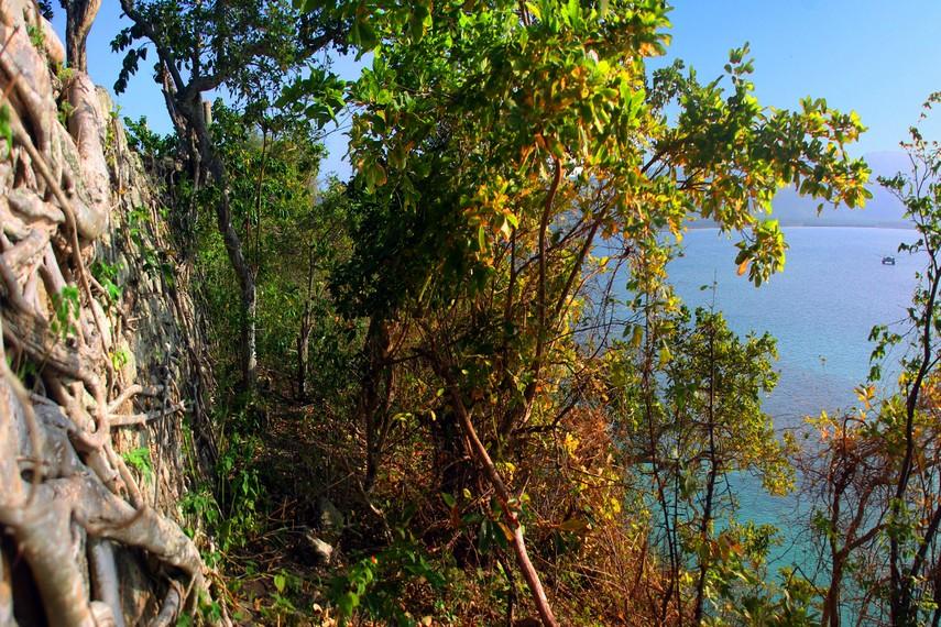 Panorama sisi luar Benteng Inong Balee