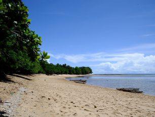 Pantai Tanjung Kasuari: Oase Menawan Di Tengah Padatnya Kota Sorong