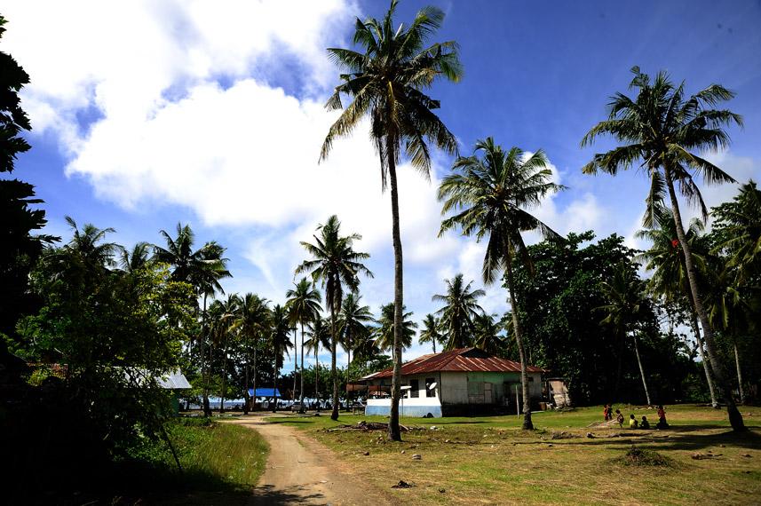 Pantai ini dikelola oleh penduduk lokal untuk membantu kesejahteraan mereka
