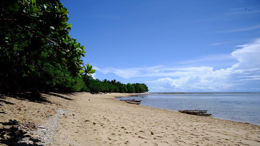 Pantai Tanjung Kasuari adalah tujuan utama di kota Sorong