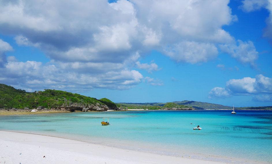 Pantai ini berjarak sekitar 5 km dari Pantai Nembrala