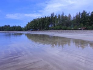 Pantai Air Manis, Pantai Wisata dengan Secuplik Legenda