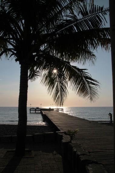 Pantai Akkarena terletak di Jalan Metro Tanjung Bunga Kota Makassar