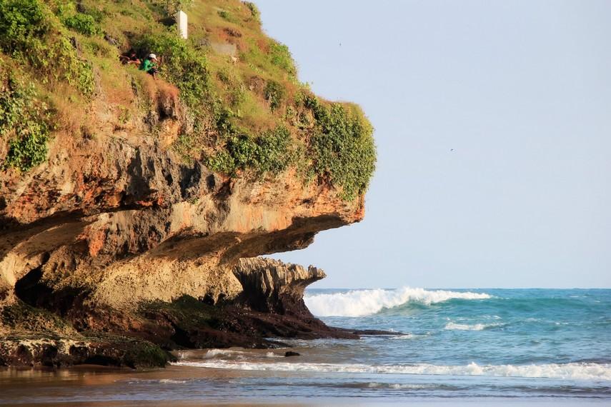 Pantai Baron di Desa Kemadang Gunung Kidul