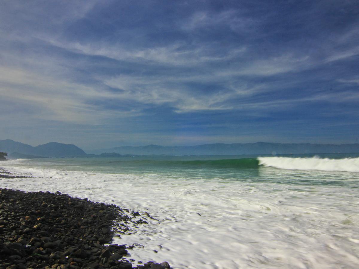 Pantai_Cimaja_1200.jpg