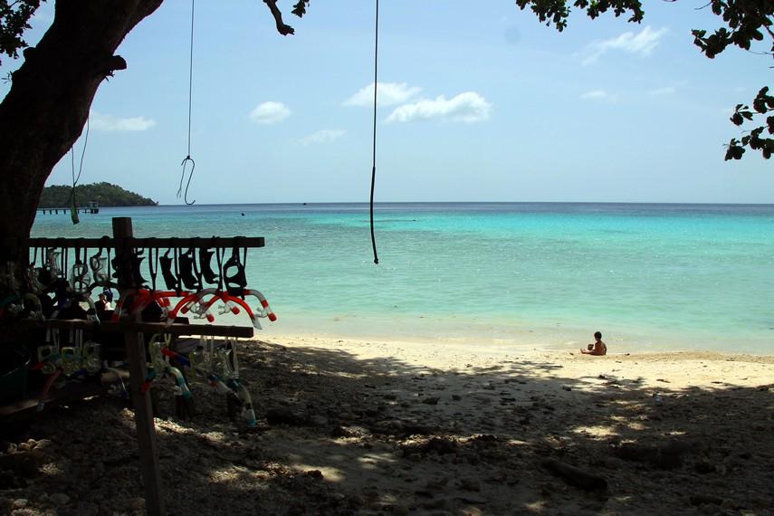 Pantai Gapang menjadi salah satu pantai yang terkenal dengan alam bawah lautnya