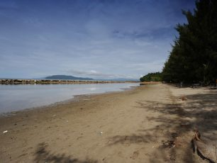 Pesona Sejarah Pantai Hamadi