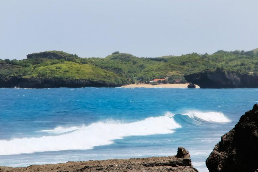 Pantai Indrayanti merupakan salah satu pantai indah yang ada di Pesisir Selatan Jawa