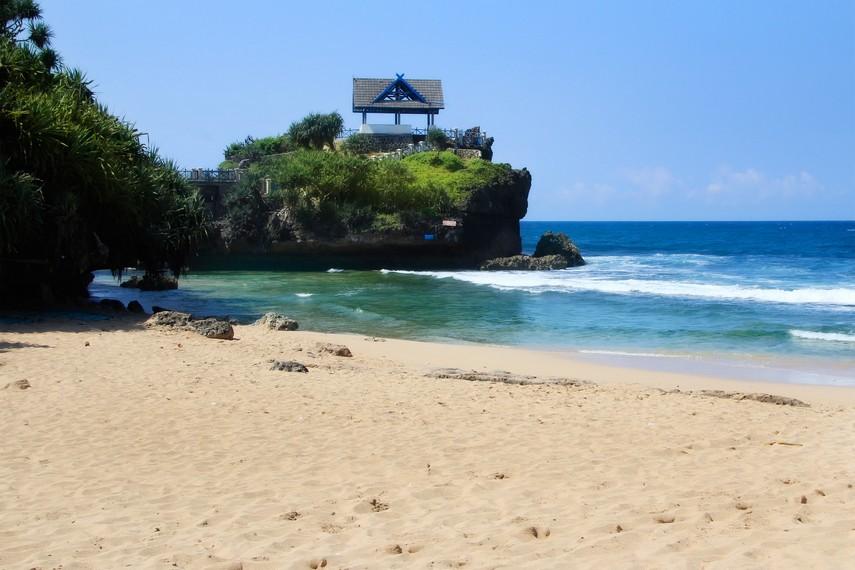 Pantai Kukup merupakan percontohan penataan kawasan wisata pantai di Yogyakarta