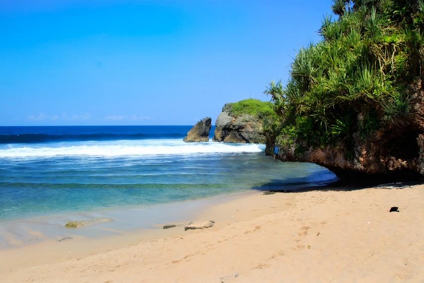 Pantai Kukup terkenal dengan pantainya yang eksotis