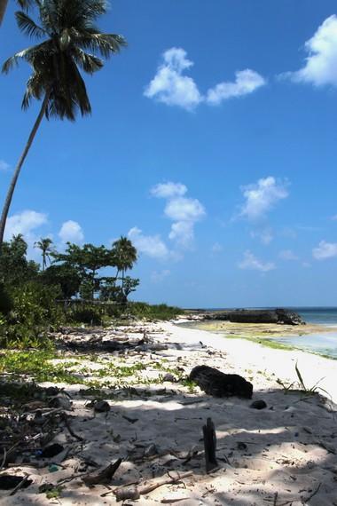Pantai Lemo-Lemo termasuk salah satu pantai yang masih jarang dikunjungi wisatawan