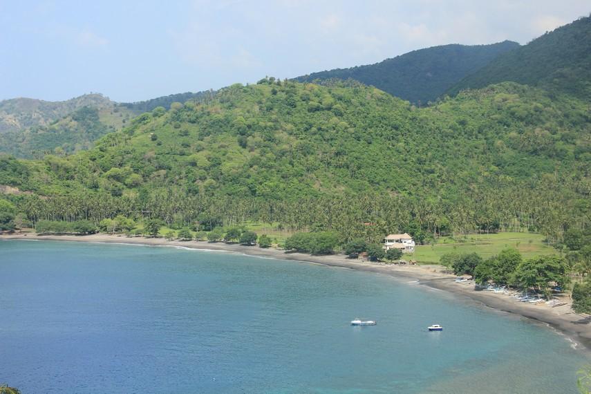 Pantai Malimbu menjadi salah satu pantai dengan pemandangan terindah di kawasan pantai barat Pulau Lombok