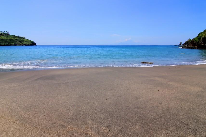 Pantai Malimbu terletak di Desa Malaka, Kecamatan Pemenang, Lombok Utara, NTB