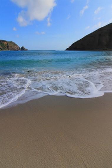 Pantai Mawun menjadi salah satu pantai yang menjadi sasaran wisatawan asing untuk berlibur di Pulau Lombok