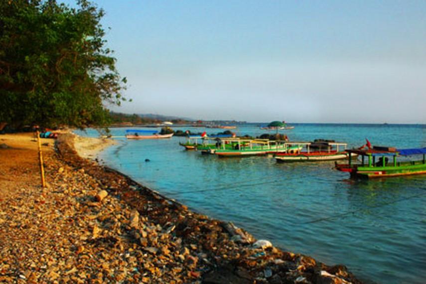 Pantai_Pasir_Putih_menjadi_alternatif_tujuan_wisata_keluarga_yang_terjangkau_semua_kalangan-1.jpg