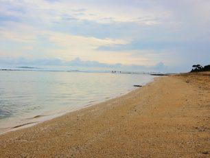 Mengagumi Indahnya Panorama Matahari Tenggelam di Pantai Sayang Heulang