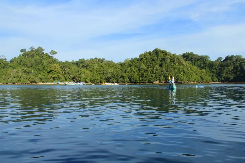 Pantai Sendang Biru menjadi pilihan menarik untuk dilunjungi ketika berada di Kota Malang