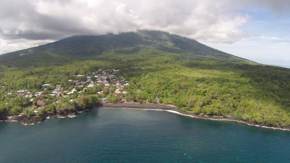 Pantai Suladaha dilihat dari ketinggian