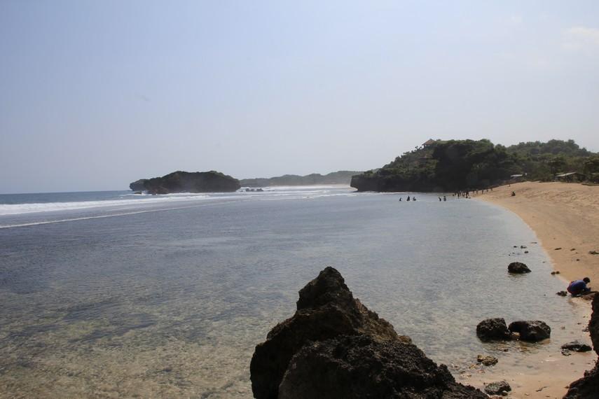 Pantai Sundak terdapat di Desa Sidoharjo, Kabupaten Gunung Kidul, Yogyakarta