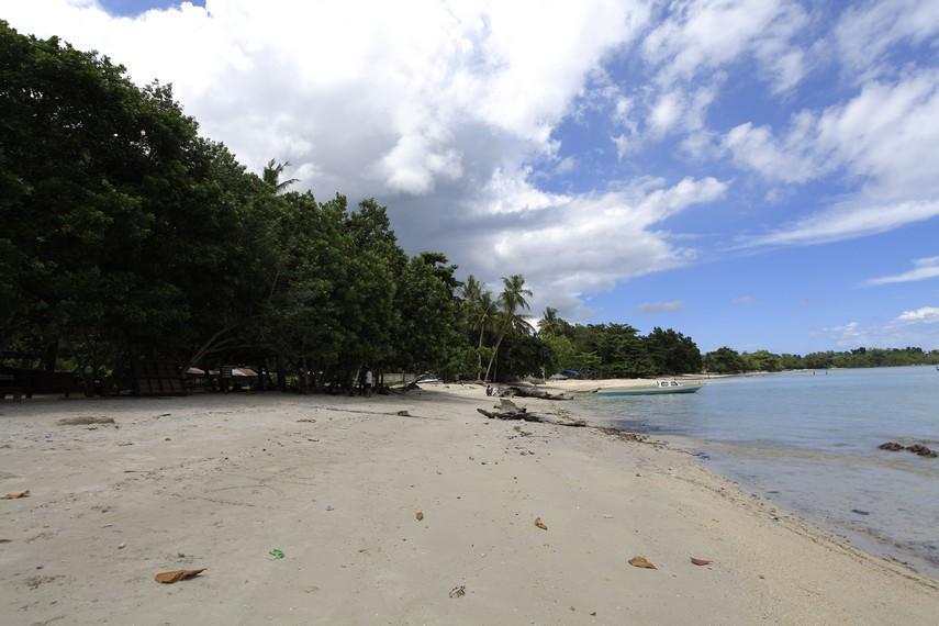 Pantai Supapey yang menjadi salah satu lokasi aktifitas Spear Fishing