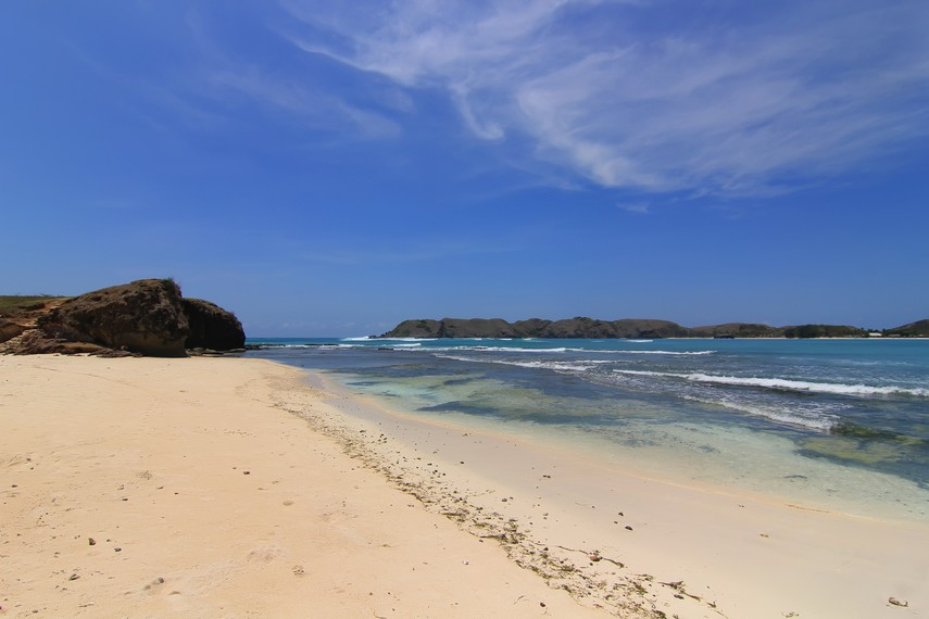 Pantai Tanjung Aan terletak di Desa Kuta, Lombok Tengah, Nusa Tenggara Barat