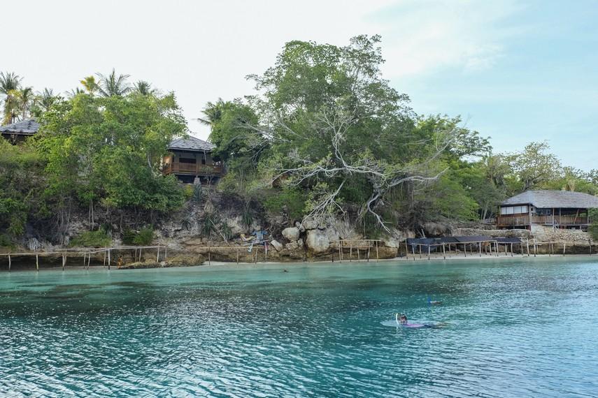 Berwisata Bahari Di Pantai Tanjung Karang Indonesia Kaya